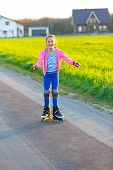 girl learns to rollerblade