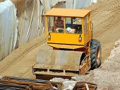 Road roller leveling soil substructure