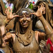 Boise, Idaho/usa - August 25 - Unidentified Woman Takes Off Her Goggles After Running In The Dirty D
