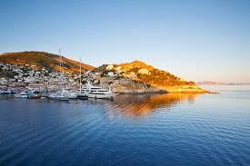 picture of hydra  - Boats in the harbour of Hydra just after sunrise - JPG
