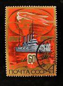 URSS - por volta de 1977: Um selo impresso em mostra a USSR cruzador