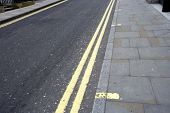 Double yellow line on London street