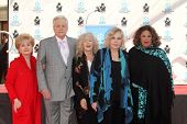 Debbie Reynolds, Robert Osborne, Connie Stevens, Kim Novak, Lainie Kazan at the Kim Novak Hand and F
