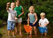 Kidsfamilyplayingoutsidetwins218