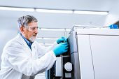 foto of chromatography  - Senior male researcher carrying out scientific research in a lab  - JPG