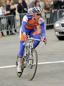 BARCELONA, España - 27 de marzo: Ciclista del Rabobank holandés Steven Kruijswijk cabalga solo durante el recorrido o