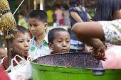 Niños de Myanmar