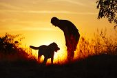 Homem com cão