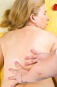 Madura mulher voltar massagem