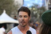 LOS ANGELES - AUG 9:  Josh Henderson at the Josh Hutcherson Celebrity Basketball Game benefiting Str