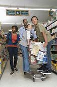 Longitud total de una familia de cuatro compras en el supermercado