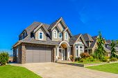 picture of stone house  - A perfect neighborhood - JPG