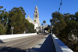 picture of quadrangles  - Cabrillo Bridge and California Quadrangle at Balboa Park in San Diego - JPG