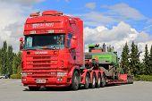 Scania 164G 480 Truck Hauling Material Handling Machine