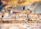 pic of altar  - The Altare della Patria or Altar of the Fatherland at sunset - JPG