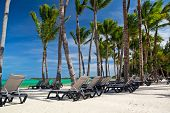 Chaise-longues On Caribbean Sea Beach