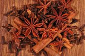 picture of cinnamon sticks  - Heap of star anise cinnamon sticks and cloves - JPG
