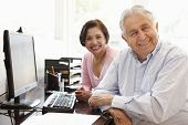 foto of hispanic  - Senior Hispanic couple working on computer at home - JPG