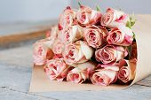 pic of bunch roses  - Bunch of beautiful roses packed in paper - JPG
