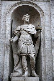 image of luigi  - Piazza San Luigi de - JPG
