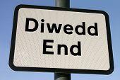 Bilingual, Welsh And English, End (Diwedd) Sign