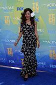 LOS ANGELES - 7 de AUG: Maria Canals-Barrera, llegando a los 2011 Teen Choice Awards en Gibson Amphith