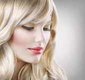 Mujer rubia de Hair.Beautiful Portrait.Hairstyle