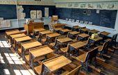 Velha escola sala de aula