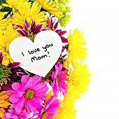 foto of i love you mom  - I love you Mom tag among a colorful vertical border of flowers - JPG