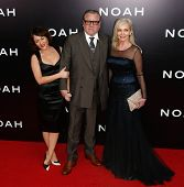 NEW YORK-MAR 26: (L-R) Jaime Winstone, Ray Winstone, and Elaine Winstone attend the premiere of