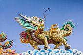 Mirada de dragón en techo de Templo tailandés