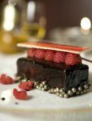 dunkle Schokolade Torte mit Himbeer-wafer