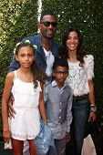 LOS ANGELES - APR 13:  Bill Bellamy, Family at the John Varvatos 11th Annual Stuart House Benefit at