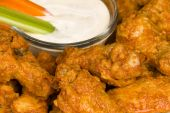 foto of chicken wings  - A close up of crisp - JPG