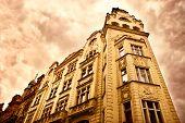 Постер, плакат: Старое здание в красный драматические цвета