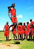 Afrikanische traditionelle Sprünge