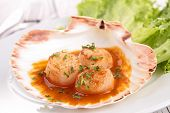 scallop and sauce