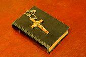 4biblie_si_crucifix2