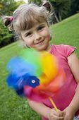 Постер, плакат: Милая девушка с toy цветными мельница