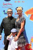 LOS ANGELES - 19 de ago: Kenn Viselman, Jaime Pressly, filho Desi no ' The Oogieloves em The Big balão A