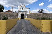 Elvas Esquina Gate