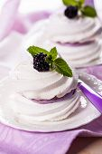 Meringue with blackberry and cream