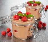 Mousse de chocolate com framboesas
