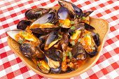 Steamed Mussels With Marinara Sauce
