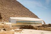 The pavilion with Khufu ship