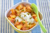 Yoghurt with peach and pistachio