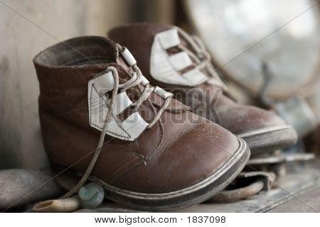 Постер, плакат: Старый Чид в обувь, холст на подрамнике