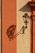 Laterne und Schatten