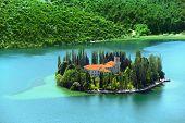 Mosteiro cristão de Visovac Croácia