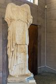 Estátua em um museu da antiga Corinto